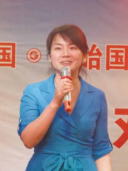 江苏电视台著名主持人陈弘芹主持了欢迎会